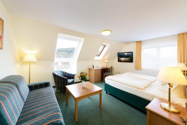 Doppelzimmer der Ferienwohnung mit Meerblick im Centralhotel Binz auf Rügen