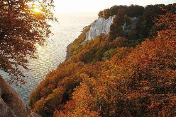 Nationalpark Jasmund mit Kreidefelsen und Buchenwald – UNESCO-Welterbe auf der Insel Rügen in MV
