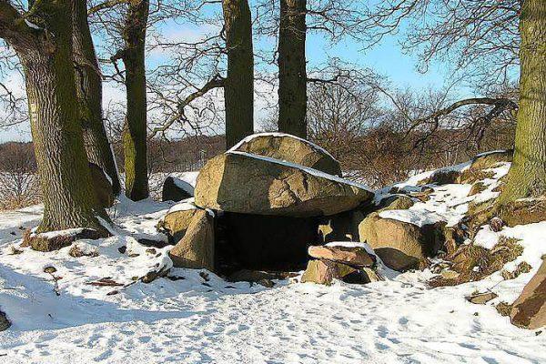 Geheimtipp und Sehenswürdigkeiten auf der Insel Rügen – Steingrab auf Mönchgut – Urlaubsangebote im Centralhotel Binz an der Ostsee
