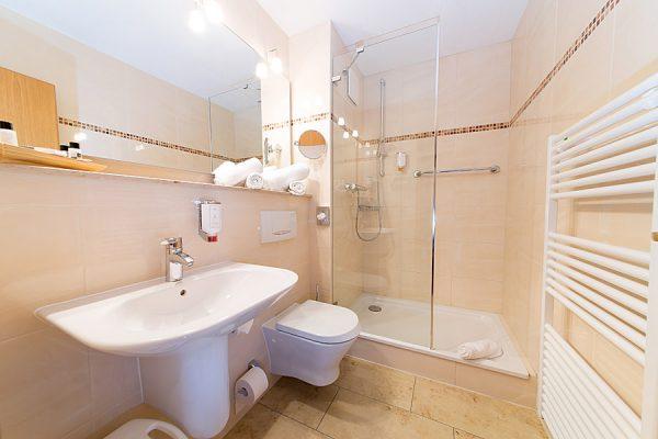 Ostseebad Binz auf der Insel Rügen – Bad im Doppelzimmer vom Centralhotel