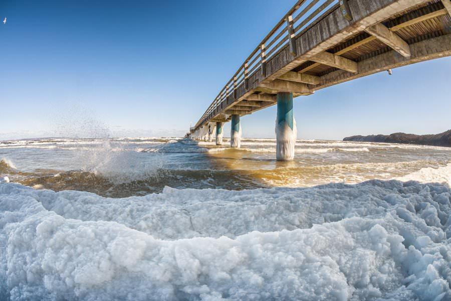 Seebrücke im Ostseebad Binz auf Rügen im Winter