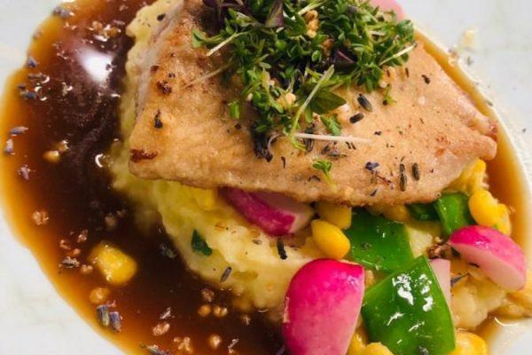 fisch-essen-im-restaurant-plattdueuetsch-centralhotel-binz-ruegen