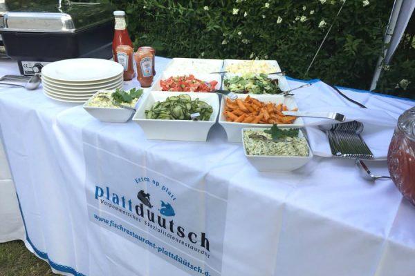 Buffet-Essen im Garten vom Restaurant Plattdüütsch im Ostseebad Binz auf Rügen