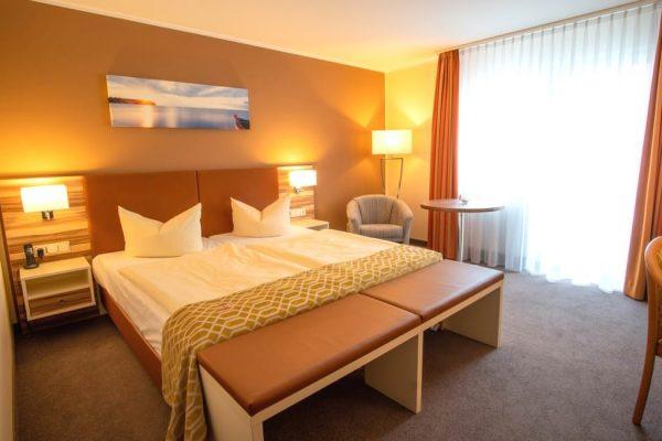 Moderne Ausstattung im Doppelzimmer mit Balkon vom Centralhotel in Binz auf Rügen