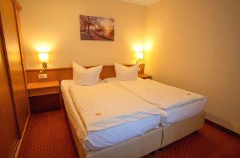 Schlafzimmer des 2-Raum-Apartments der Villa Mona Lisa vom Centralhotel Binz auf Rügen