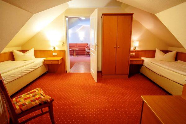 Schlafzimmerbetten vom 2-Raum-Apartment der Villa Mona Lisa im Ostseebad Binz auf Rügen