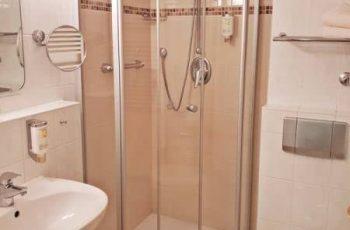 Bad mit Dusche vom 1-Raum-Appartement in der Villa Mona Lisa im Ostseebad Binz auf Rügen
