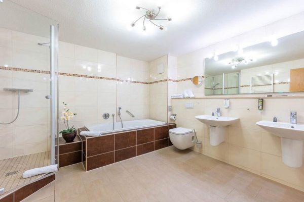 centralhotel-binz-ruegen-bad-suite-drei-sterne-apartment