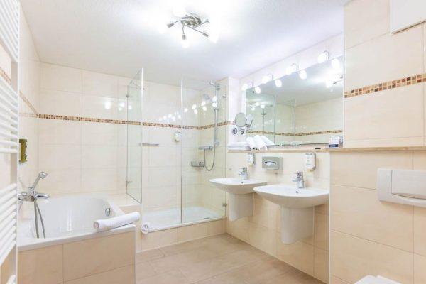 centralhotel-binz-ruegen-badezimmer-suite-3-sterne-unterkunft