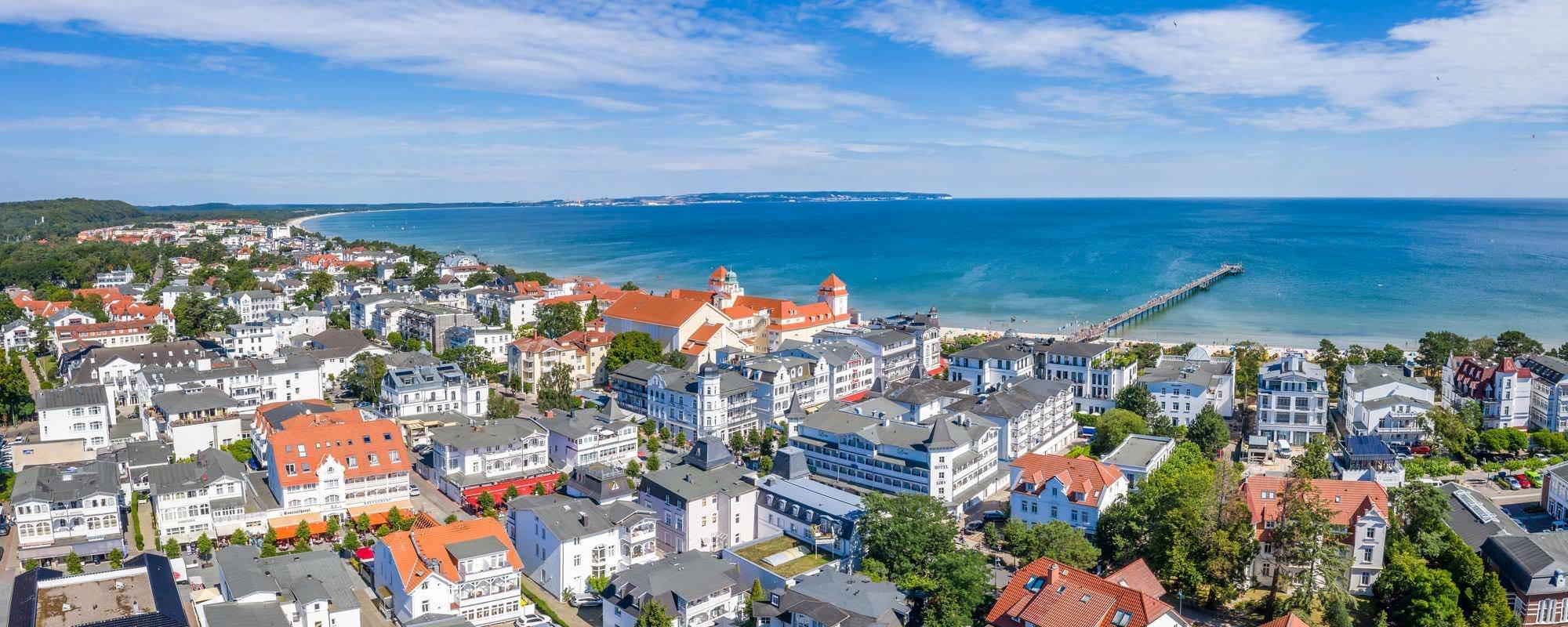 Luftaufnahme vom Centralhotel Binz auf Rügen an der Ostsee