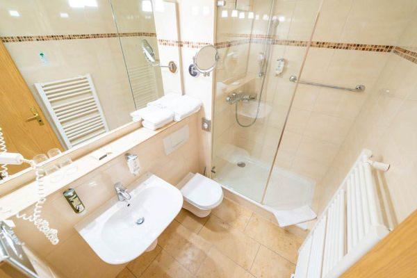ruegen-suite-badezimmer-centralhotel-binz