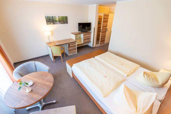 uebernachtung-binz-ruegen-centralhotel-suite-schlafzimmer