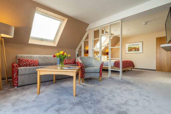 Wohnbereich der Appartement-Suite im Centralhotel Binz auf Rügen