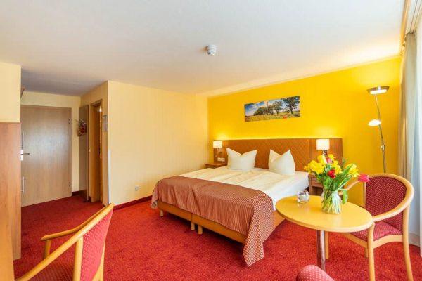 Bett im 3-Sterne-Doppelzimmer vom Centralhotel Binz auf der Insel Rügen
